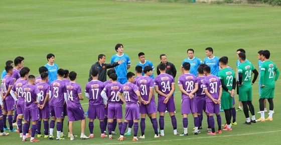 Văn Toàn và Tuấn Anh tập riêng ở buổi đầu ra sân cùng đội tuyển Việt Nam ảnh 1