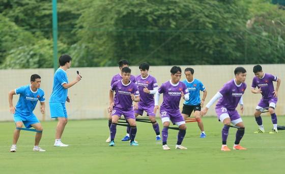 Văn Toàn và Tuấn Anh tập riêng ở buổi đầu ra sân cùng đội tuyển Việt Nam ảnh 4
