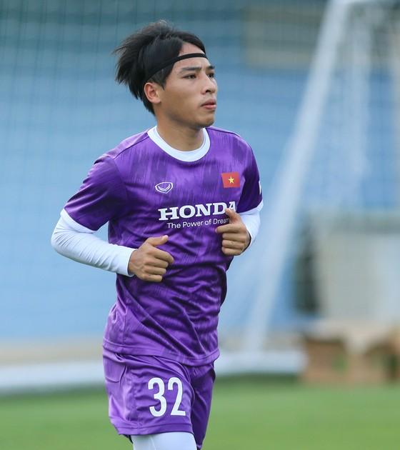 Văn Toàn và Tuấn Anh tập riêng ở buổi đầu ra sân cùng đội tuyển Việt Nam ảnh 5
