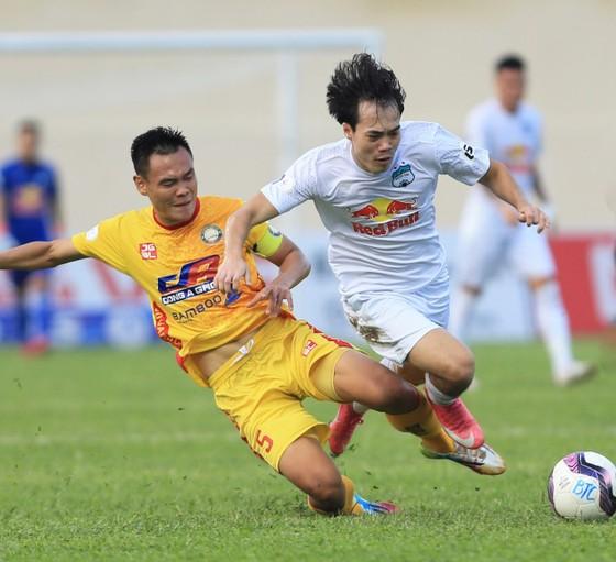 HA.GL đang dẫn đầu LS V-League 2021 sau 12 vòng đấu