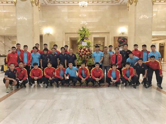 Đội tuyển Việt Nam khi về đến khách sạn