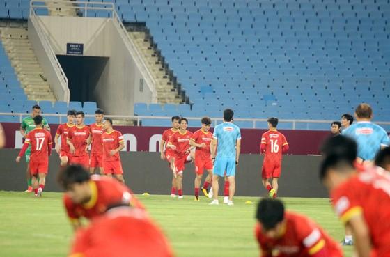 Đội tuyển Việt Nam tập thả lỏng, Australia đến Hà Nội ảnh 5