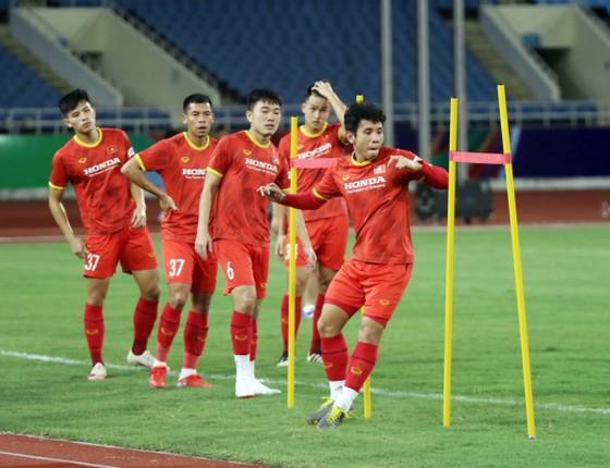 Đội tuyển Việt Nam tập thả lỏng, Australia đến Hà Nội ảnh 3