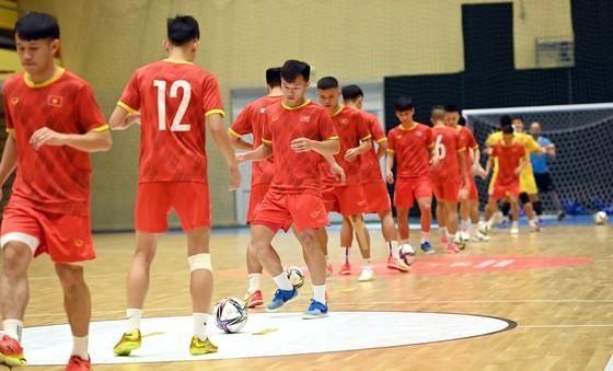 Đội tuyển futsal Việt Nam thoải mái trước khi so tài cùng Brazil ảnh 1