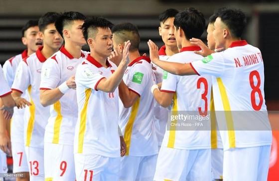 Các cựu tuyển thủ futsal Việt Nam lên tinh thần đàn em ảnh 1