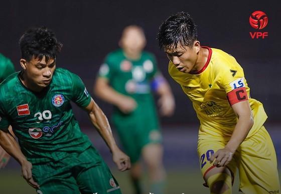V-League 2021: HA.GL không được nhận Cúp vô địch, SLNA may mắn thoát rớt hạng ảnh 1