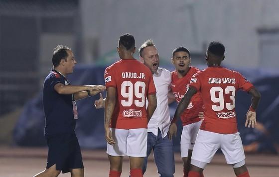 HLV Polking không thành công khi thử sức ở V-League cùng CLB TPHCM. Ảnh: DŨNG PHƯƠNG