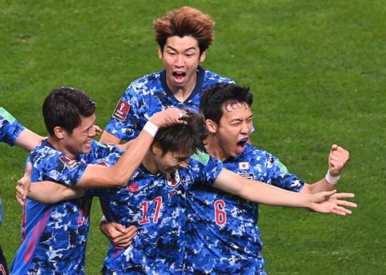 Niềm vui chiến thắng của Nhật Bản. Ảnh: Mainichi