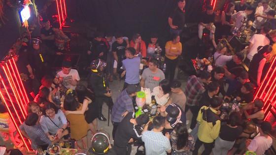 Đột kích quán bar, karaoke phát hiện gần 90 thanh niên phê ma túy ảnh 1