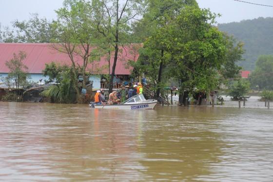 Đắk Lắk: Mưa lớn, hàng trăm nhà dân, hoa màu bị nhấn chìm ảnh 11