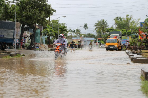 Đắk Lắk: Mưa lớn, hàng trăm nhà dân, hoa màu bị nhấn chìm ảnh 15