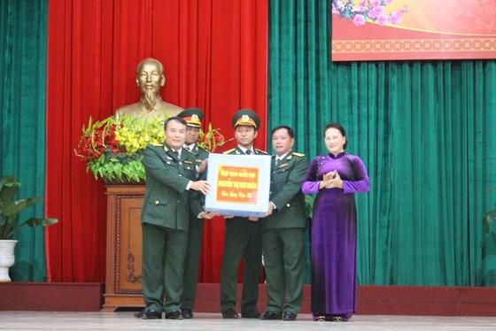 Chủ tịch Quốc hội Nguyễn Thị Kim Ngân thăm, chúc Tết cán bộ, chiến sĩ Bộ Chỉ huy Quân sự tỉnh Đắk Lắk ảnh 2