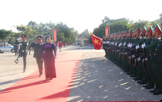 Chủ tịch Quốc hội Nguyễn Thị Kim Ngân thăm, chúc Tết cán bộ, chiến sĩ Bộ Chỉ huy Quân sự tỉnh Đắk Lắk ảnh 1