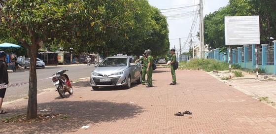 Tranh giành khách, tài xế taxi đâm đồng nghiệp tử vong ảnh 1