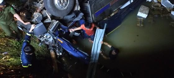 Đắk Nông: Xe tải mất lái lao xuống suối, 2 người tử vong ảnh 2
