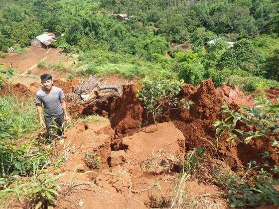 Sạt lở nghiêm trọng ở dự án đường ngàn tỷ ở Đắk Nông ảnh 4