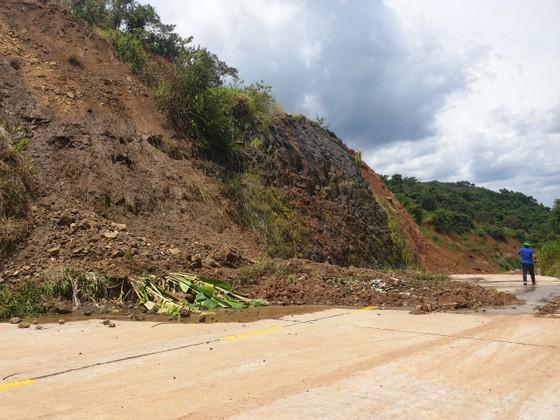 Sạt lở nghiêm trọng ở dự án đường ngàn tỷ ở Đắk Nông ảnh 1
