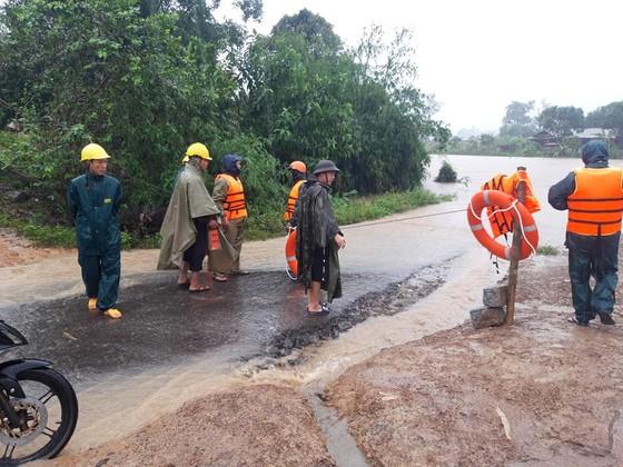 Bão số 12 gây mưa lớn, chia cắt nhiều khu vực ở Đắk Lắk ảnh 2