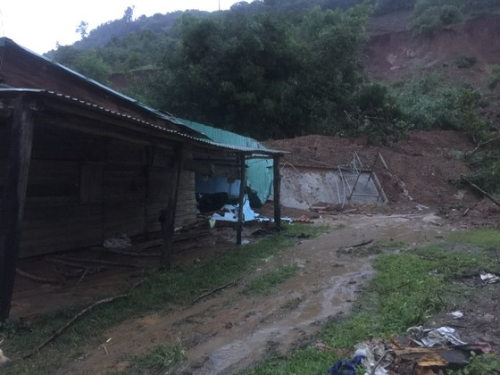 Sạt lở núi, vùi lấp nhiều căn nhà ở Đắk Lắk ảnh 2