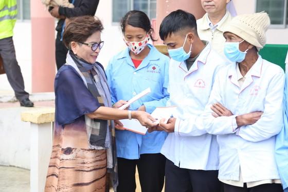 Trường Sĩ quan Lục quân 2 và Công ty Xuyên Việt Oil tặng xe cứu thương cho Trung tâm y tế huyện Lắk ảnh 3