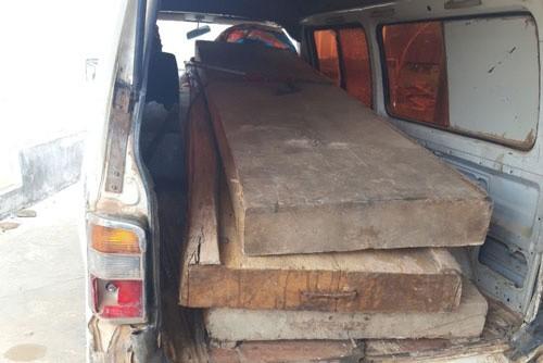 Bắt tạm giam chủ tịch xã bán, biếu gỗ tang vật cho cán bộ  ảnh 1