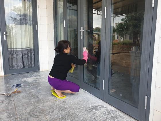 Một hộ dân ở Đắk Lắk liên tục bị 'khủng bố' bằng sơn và mắm tôm ảnh 1