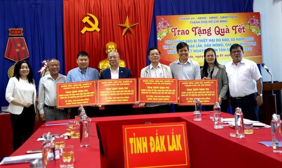 Lãnh đạo TPHCM thăm, chúc tết các Mẹ Việt Nam anh hùng, gia đình chính sách ảnh 3