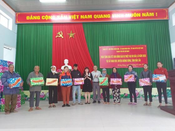 Lãnh đạo TPHCM thăm, chúc tết các Mẹ Việt Nam anh hùng, gia đình chính sách ảnh 4