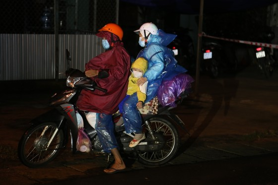 Đồng Nai hộ tống 900 công nhân đi xe máy về Đắk Lắk ảnh 7