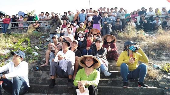 Sôi động giải đua thuyền truyền thống trên sông Cu Đê  ảnh 3