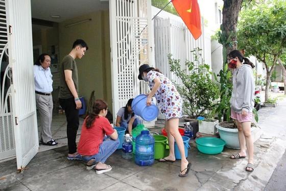 """Đà Nẵng: Cúp nước liên tục, nước đóng chai """"lên ngôi"""" ảnh 1"""