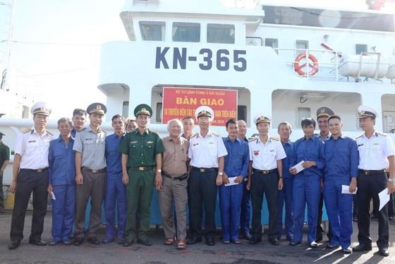 10 thuyền viên bị nạn khi tránh bão số 4 đã vào bờ an toàn ảnh 1
