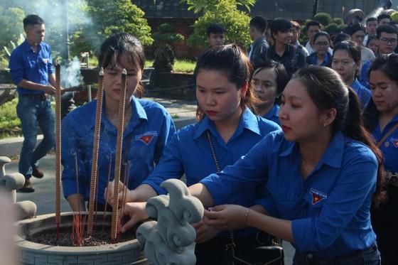 Tổ chức dâng hương kỷ niệm 161 năm ngày Đà Nẵng kháng chiến chống Pháp ảnh 1