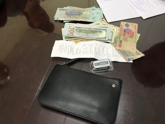 Tài xế taxi tìm du khách Hàn Quốc trả lại 45 triệu đồng bỏ quên ảnh 1
