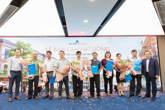 Trao sổ hồng cho cư dân 200 căn shophouse hạng sang ven hồ tại Đà Nẵng  ảnh 1