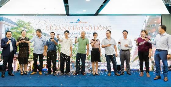 Trao sổ hồng cho cư dân 200 căn shophouse hạng sang ven hồ tại Đà Nẵng  ảnh 2