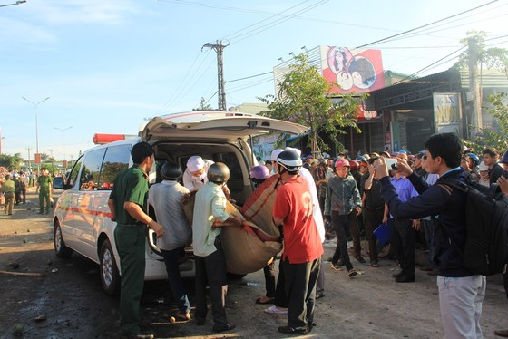 Xe tải và xe khách tông nhau: Ít nhất 10 người chết, 28 bị thương ảnh 2