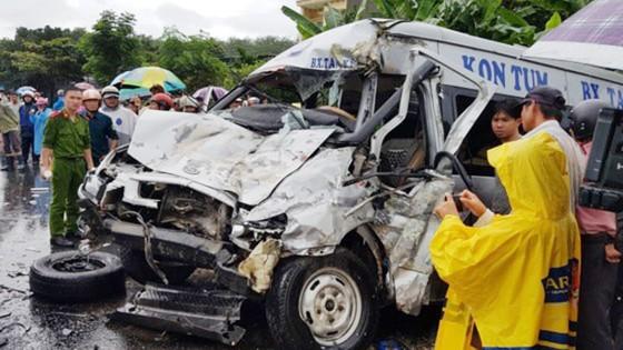 Bắt tài xế gây tai nạn trong vụ 2 xe khách đối đầu ở Kon Tum ảnh 1