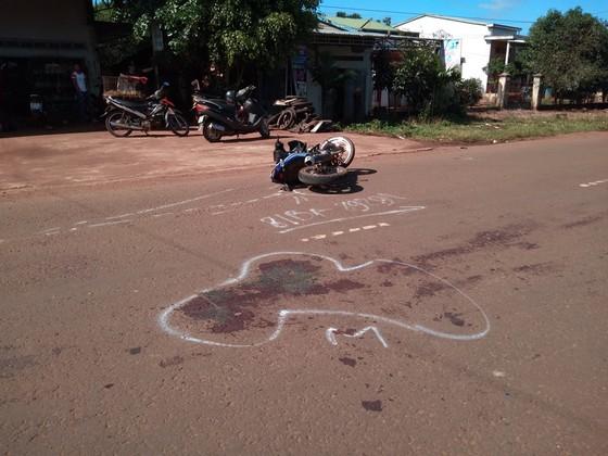 Tông vào xe công nông, 1 người tử vong 2 người bị thương  ảnh 2