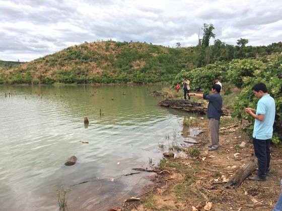 Phát hiện gỗ lậu giấu dưới lòng hồ thủy điện Sê San 3A ảnh 3