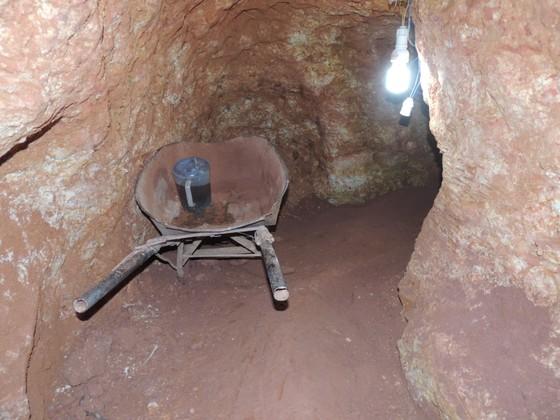 Kiến nghị làm rõ trách nhiệm chính quyền địa phương để xảy ra khai thác vàng trái phép ảnh 2