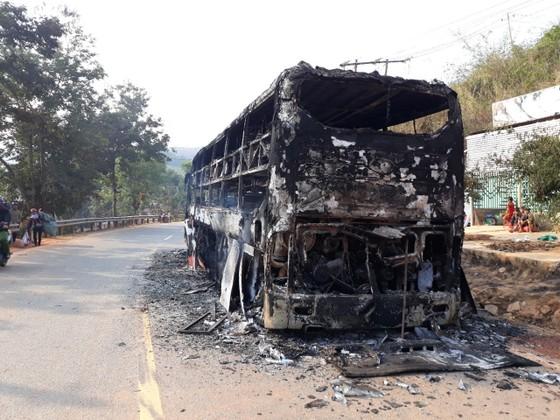 Kon Tum: Cháy xe khách trong đêm, 38 người may mắn thoát chết  ảnh 1