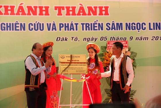 Thủ tướng Nguyễn Xuân Phúc dự khánh thành trung tâm nghiên cứu sâm Ngọc Linh ảnh 2