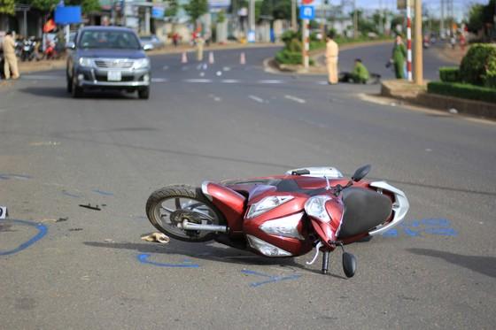 Gia Lai: Xe khách tông 2 xe máy, 4 người thương vong ảnh 1