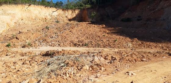 Đường bị đất đá vùi lấp nhiều tháng chưa khắc phục  ảnh 9