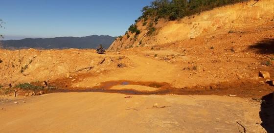 Đường bị đất đá vùi lấp nhiều tháng chưa khắc phục  ảnh 12