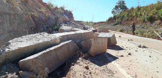 Tỉnh Kon Tum chỉ đạo khắc phục hư hỏng trên đường tránh đèo Măng Rơi ảnh 4