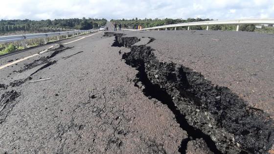 Vụ đường 250 tỷ đồng chưa bàn giao đã hư hỏng là do mưa bão (!?) ảnh 1