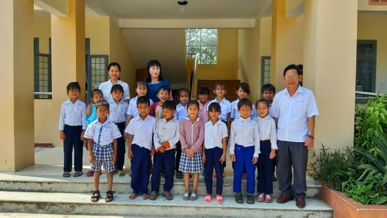 Hỗ trợ tiền để cải thiện bữa cơm cho học sinh nghèo vùng cao ảnh 2