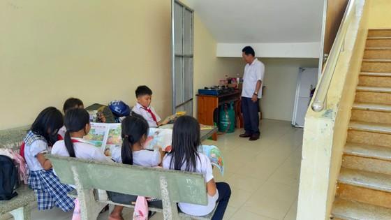 Hỗ trợ tiền để cải thiện bữa cơm cho học sinh nghèo vùng cao ảnh 3